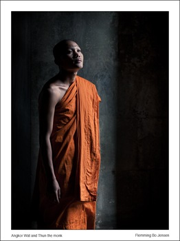 cambodia-thun-monk-in-shadows angkor