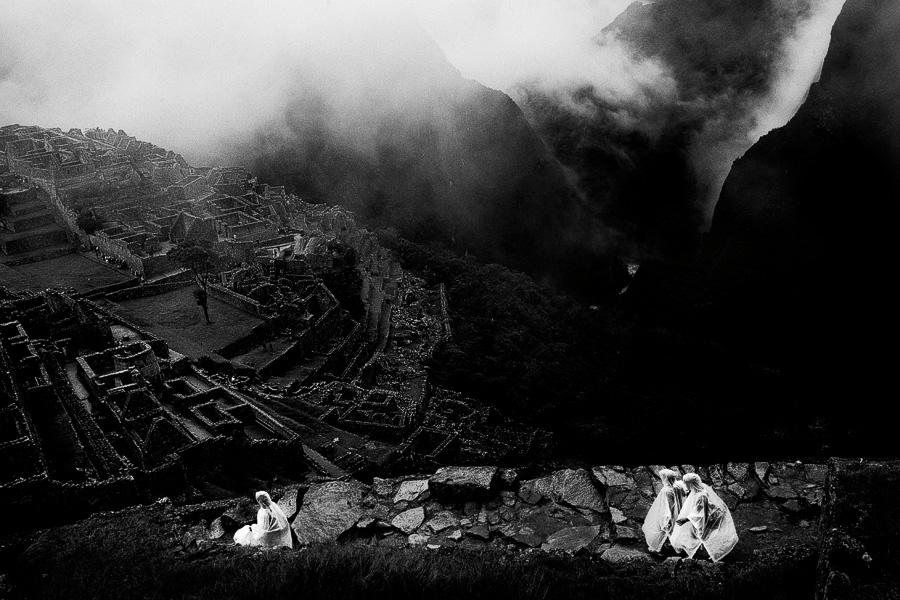 EXTRA 4 - Tourists at Machu Pichu_100pc