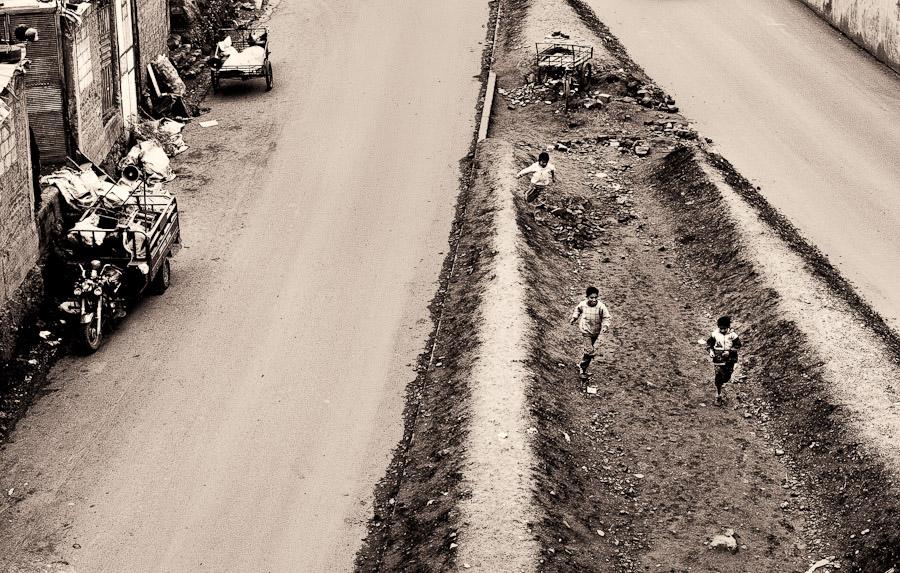 Peru-boys playing