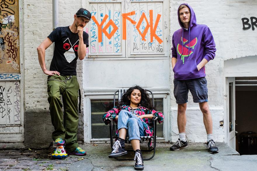 Copia Doble Systema - Copyflex and Julius Sylvest feat. Alo Wala, outside Yo Fok studios.