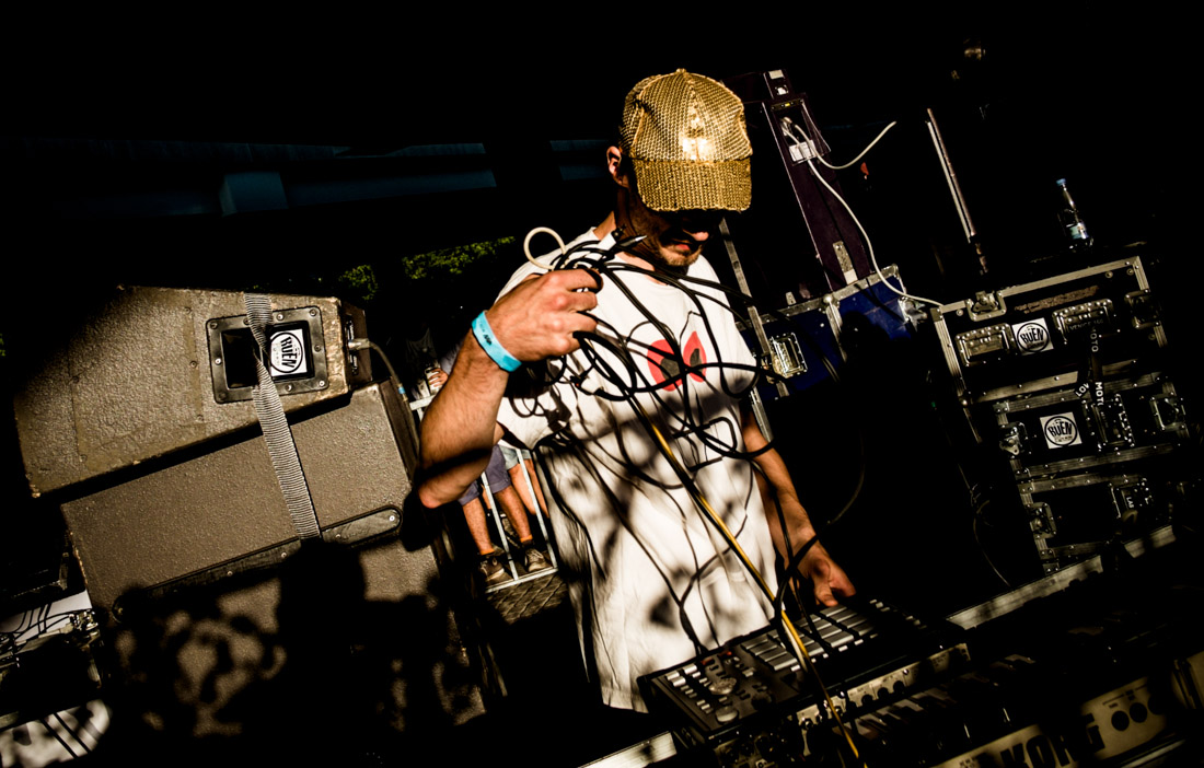 DJ Copyflex of Copia Doble Systema looking for a power cable