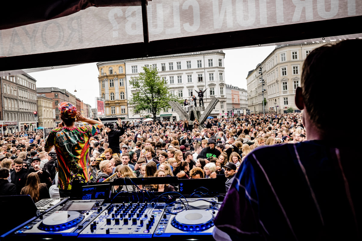 Copia Doble Systema playing a packed Skt Hans Torv in Copenhagen