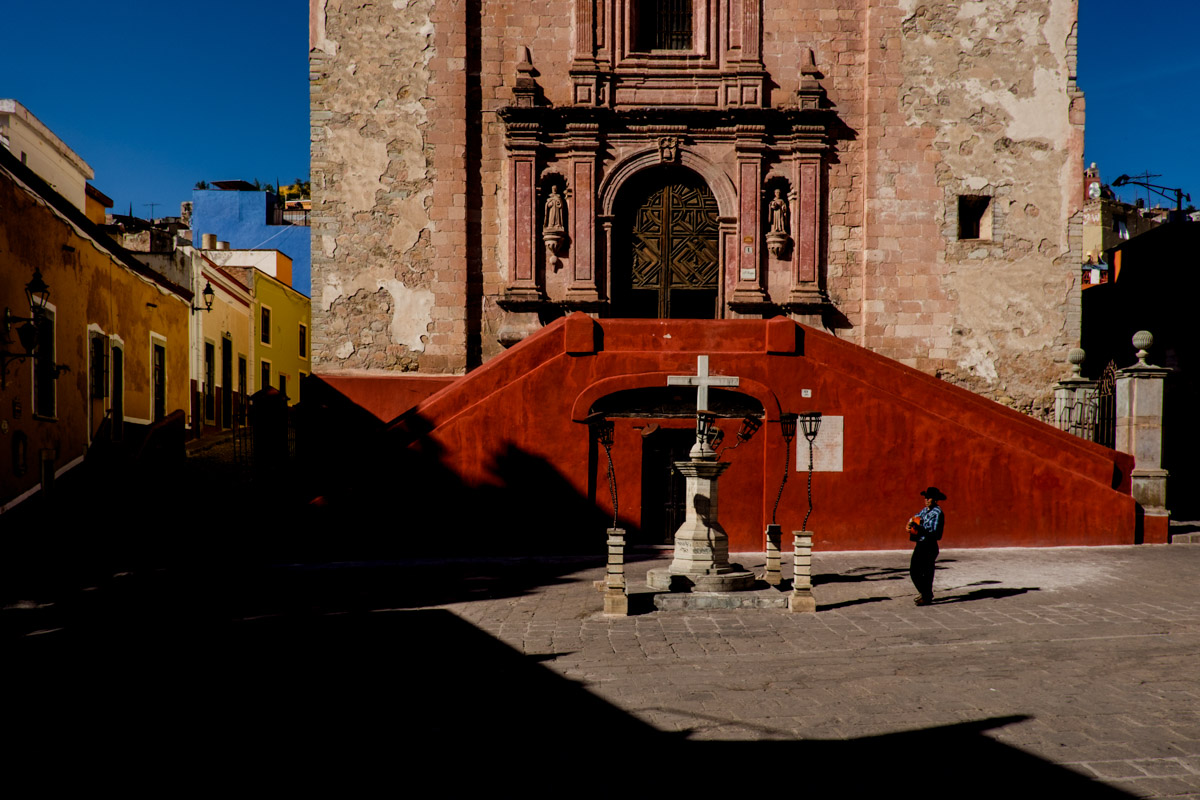 We spent many afternoons at the Plaza de San Fernando, enjoying whatever happened on that day and how the light and shadows interacted with everything.