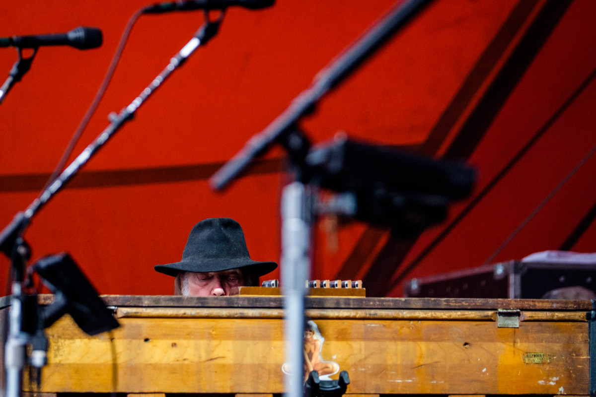Neil Young...he came, he saw, he sat down...at a piano facing us photographers with about 234 mike stands in the way! For the first song, this was all I could see of him.